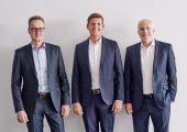 Horst Klink, CEO Albis mit Philip Krahn, CEO Otto Krahn Group und Ian Mills, CEO Mocom. (v.l.n.r.) (Bildquelle: Albis)