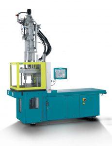 Standardmäßig ist der Spritzgießautomat mit einem energieeffizienten Servoantrieb  ausgestattet. (Bildquelle:  Boy)
