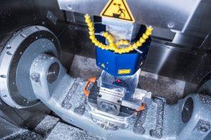 Holographische Sensorsysteme können heute schon interferometrisch präzise Messungen innerhalb anspruchsvoller Mehrachssysteme durchführen. Mit den Entwicklungen des neuen Forschungsprojekts werden erstmals auch interferomertrische Absolutmessungen möglich – das fehlende Puzzlestück zur optischen Koordinatenmessmaschine. (Bildquelle: Holger Kock/ Fraunhofer IPM)