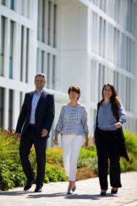 Harald Beschid (COO), Dr. Doris Hafenbradl (CTO) und Birgit Lewandowski (Director Development) von Electrochaea freuen sich über die Investition des EIC. (Bildquelle: Electrochaea)