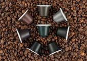 Eine biologisch abbaubare (biobasierter Kunststoff mit Sonnenblumenschalen) Kaffeekapsel, die Konsumenten auf dem hauseigenen Kompost entsorgen können. (Bildquelle: Golden Compound)