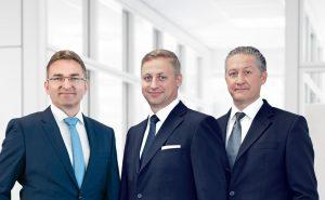Geschäftsführung der Wirthwein Medical mit Sitz in Mühltal bei Darmstadt. Von rechts: Marcus Wirthwein, Frank Wirthwein und Dr. Thomas Jakob. (Bildquelle: Wirthwein)