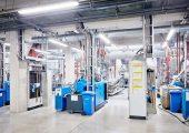 Auf den Doppelschneckenextrudern mit Entgasungseinheit werden zertifizierte Regranulate und Compounds hergestellt. (Bildquelle: Coperion)