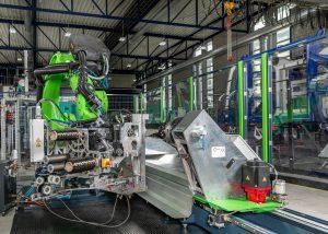 Gesamtansicht der neuen, roboterbasierten Wickelanlage im FVK-Technikum des IKV (Bildquelle: IKV/Fröls)