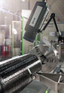 Infrarotkamera zur inline Ermittlung der Faserbandbreite bei der Ablage von Umfangswicklungen auf einem Typ 4 Druckbehälter (Bildquelle: IKV/Fröls)