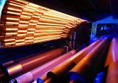 Maßgeschneiderte Infrarot-Wärme für schnelles und effizientes Prägen von Laminaten. (Bildquelle: Heraeus Noblelight)