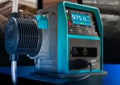 Aufgrund der vier konfigurierbaren Ausgänge bieten die Dosierpumpen der Qdos Baureihe Anwendern ein Plus an Flexibilität und Prozesskontrolle. Die Pumpen verfügen so über einen Wettbewerbsvorteil gegenüber anderen Systemen. (Bildquelle: Watson-Marlow Fluid Technology)