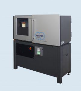 Mit einem Im-Bild-Messbereich von knapp 120 mm, dem optionalen 6-Megapixel-Detektor und dem schnellen On-the-fly-Betrieb eignet sich das Koordinatenmessgerät für fertigungsnahe Messungen von Kunststoffteilen. (Bildquelle: Werth Messtechnik)