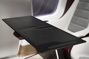 Ein platzsparendes, modulares Tischkonzept für den Autoinnenraum. Darin kommt ein thermoplastischer Verbundwerkstoff  zum Einsatz, der extrem robust und leichtgewichtig ist. (Bildquelle: Covestro)