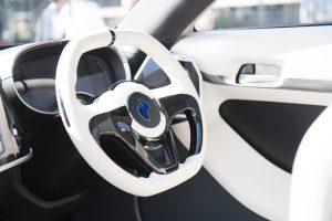 Neben der Optik und Haptik zeigen die Ergebnisse der Umfrage einen wachsenden Bedarf nach Innenoberflächen mit weiteren Funktionen, die das Fahrerlebnis insgesamt verbessern.  (Bildquelle: Asahi Kasei)