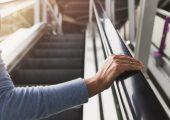 Desinfektion von Kunststoffen im Alltag: Neue maßgeschneiderte Materialien können trotz UV-C-Desinfektion stabil und langlebig bleiben. (Bildquelle: darkside26 - stock.adobe.com)