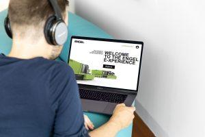 Messebesuch vom Sofa aus: Im Herbst 2020, in keine Fakuma stattfinden kann, setzt der Maschinenbauer auf ein neuartiges virtuelles und interaktives Messekonzept. (Bildquelle: Engel Austria)