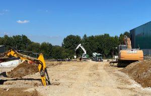 Nach der Fertigstellung des Parkhauses wird auf dem derzeitigen Parkplatzgelände das Entwicklungszentrum errichtet. (Bildquelle: Fanuc)