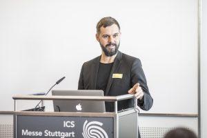 """Florian Niethammer, Projektleiter Moulding Expo bei der Landesmesse Stuttgart: """"Die Road of Tooling Innovation wird der Eyecatcher in der Messehalle, für den wir internationale Werkzeugbau-Unternehmen und ihre Technologiepartner gewinnen wollen."""" (Bildquelle: Messe Stuttgart)"""