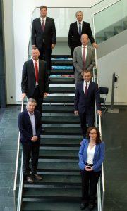 Die Vorstandsmitglieder des VdMi v.l. unten): Joachim von Schlenk -Barnsdorf, Dr. Heinz F. Zoch,  Holger Hüppeler, von  rechts unten): Dr. Heike Liewald (Geschäftsführerin VdMi), Dr. Martin Fabian, Ulrich Kabelac, Stefan Sütterlin. Bildquelle: VdMi)