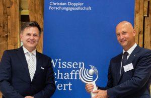 Die Preisträger des ersten CDG-Preises Prof. Dr. Oskar Aszmann (r.) und Dr. Andreas Goppel. (Bildquelle: Ottobock)