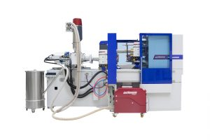 In der Spritzgießanlage mit den integrierten Komponenten Angusspicker, Mühle und Saugförderer werden die Angüsse recycelt und automatisch in den Fertigungsprozess rückgeführt. (Bildquelle: alle Wittmann).