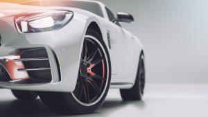Im Automobilbau eignet sich die Spezialformmasse besonders gut für Optiken in LED-Scheinwerfern (Bildquelle: Adobe Stock)