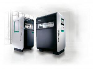 Die Freeformer der Baugrößen 200-3X und 300-3X verarbeiten Kunststoffgranulate, wie sie auch im Spritzgießen eingesetzt werden. (Bildquelle: Arburg)