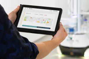Über eine intuitiv zu bedienende graphische Benutzeroberfläche wird die Einsatzumgebung eingelernt. (Bildquelle: Fraunhofer IPA/Rainer Bez)