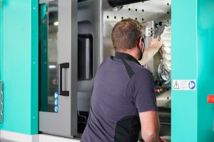 Bei den neuen Maschinen bei Framac handelt es sich um Arburg Allrounder 720 A 3200-800/290 mit Robotsystem Multilift Select in Auslegerbauweise. (Bildquelle: Framac)