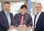 Thorsten Strebel, Nathalie Kletti und Jürgen Petzel (von links) sichern die Zukunft der MPDV. (Bildquelle: MPDV)