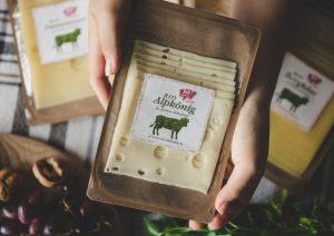 Die Käseschale für Rewe kombiniert 80 Prozent Papier mit 20 Prozent Barrierebeschichtungen. (Bildquelle: Mondi)