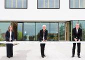Feierlichen Eröffnungszeremonie (vlnr): Dr. Andrea Gassmann, stellvertretende Institutsleiterin des Fraunhofer IWKS, Prof. Dr. Anke Weidenkaff, Institutsleiterin des Fraunhofer IWKS, sowie Dipl.-Kfm. Andreas Meuer, Vorstand Finanzen und Digitalisierung der Fraunhofer-Gesellschaft. (Bildquelle: Fraunhofer IWKS)