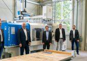 Prof. Dr. Martin Bastian (SKZ), Frank Burkhardt (KraussMaffei), Martin Würtele (KraussMaffei), Georg Schwalme (SKZ), Christian Deubel (SKZ), Anika Fuhrmann (SKZ) (von links) setzen auf digitale Lösungen für die Spritzgießproduktion. (Bildquelle: SKZ)