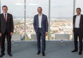 Der neu gewählte Vorstand: Vorsitzender Dr. Christoph Steger (Bildmitte) und die beiden Stellvertreter Dr. Markus Baldinger (links im Bild) und Mag. Alexander Melkus. (Bildquelle: VDMA)