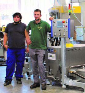 """""""Vor allem die auf unsere Bedürfnisse ausgerichtete Anlage, die ausgewiesene Expertise des Ips-Teams in der Recyclingbranche und die Qualität """"Made in Germany"""" haben uns mehr als überzeugt"""", begründet Alexander Müller (rechts im Bild) seine Entscheidung. (Bildquelle: Inoplast)"""