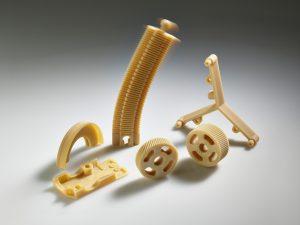 Gefertigt bei 180 Grad Celsius Bauraumtemperatur: Zahnräder und Federelemente aus einem für die Luft- und Raumfahrt zugelassenen Hochleistungskunststoff (Bildquelle: Arburg)