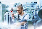 Das neue flexible und präzise handgeführte Laserscansystem erfasst Messdaten in Produktionsumgebungen, Labors und an der Werkbank. (Bildquelle: Zeiss, GOM)