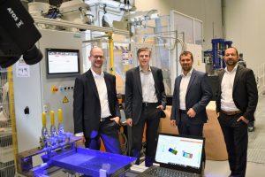 Dr. Michael Emonts, Warden Schijve, Philipp Fröhlig und Dr. Kai Fischer (von links nach rechts) im AZL Tech Center. Bildquelle: AZL)