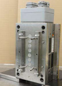 8-fach Heißkanalsystem mit verschraubten modifizierten 20er Techni Shot Düsen