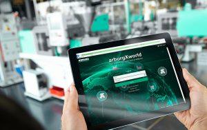 Das Portal Arburgxworld erleichtert die tägliche Arbeit rund um das Spritzgießen. Inzwischen hat das Unternehmen vier Angebotspakete geschnürt, die kostenlose sowie kostenpflichtige Apps und Leistungen bündeln. (Bild: Arburg)