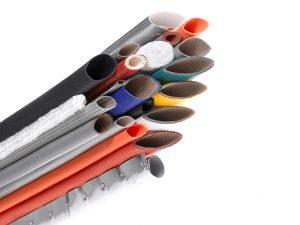 Um die Entstehung von PCBs bei der Verarbeitung von Silikon, zum Beispiel zu Profilen oder Schläuchen, zu vermeiden, können chlorfreie, peroxidische Vernetzer eingesetzt werden. (Bild: BIW)