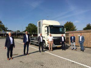 Kooperationspartner nach dem Vertragsabschluss in Eindhoven. (Bild: Elring Klinger)