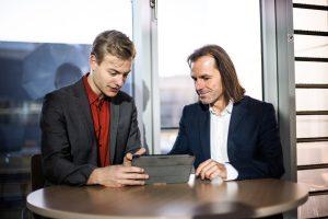 Lucas Waclawczyk und Prof. Dr. Stefan Siegmund (r.), Gründer Start-up HurriPro. (Bild: HurriPro)