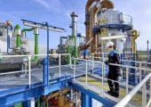 Die jetzt in Brunsbüttel in Betrieb genommene MDI-Anlage arbeit mit einer neuen, besonders energieeffizienten und ressourcenschonenden Technologie. (Bild: Covestro)