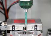 Der Dosiermischkopf ist ein intelligentes Präzisionssystem für die Kleinmengen-Verarbeitung von Mehrkomponenten-Kunststoffen. (Bildquelle: Tartler)