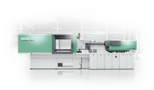 Die Hochleistungsmaschinen der Baureihe Hidrive in Packagingausführung sind auf die Anforderungen der Verpackungsindustrie ausgelegt. Ein hybrider Allrounder 570 H (P) fertigte bei Campetella Robotic Calling dünnwandige IML-Behälter. (Bild: Arburg)