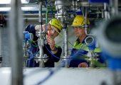 Im Projekt Chem Cycling TM der BASF werden durch ein thermochemisches Verfahren Kunststoffabfälle in Pyrolyseöl umgewandelt. (Bildquelle: BASF)