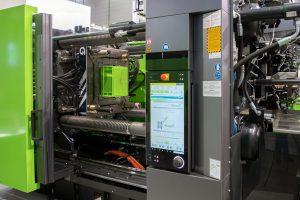 Der Skinmelt-Prozess wird in der Maschinensteuerung übersichtlich visualisiert und animiert. Auf diese Weise lässt sich das Mischungsverhältnis besonders einfach einstellen, um den Rezyklatanteil zu optimieren.