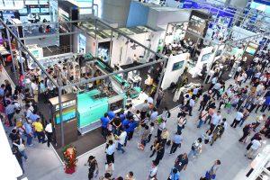 Digitalisierung und Ressourceneffizienz sind die Schwerpunkte des Messeauftritts von Arburg auf der Chinaplas 2021. (Bild: Arburg)