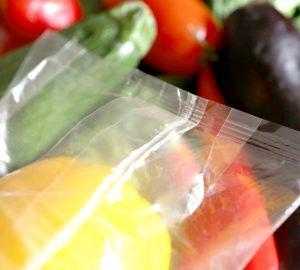 Verpackungsfolien aus biobasierten Rohstoffen schützen empfindliche Lebensmittel bis zum Endverbraucher. (Bild: Ricardo Alfaia/Buergofol)