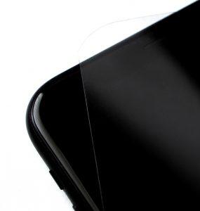 APET-Folien dienen beispielsweise zum Schutz von Displays - hier Handy. (Bild: Ricardo Alfaia/Buergofol)