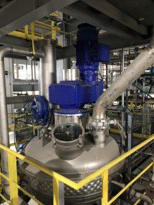 Der vertikale Konustrockner ermöglicht eine phosgenfreie Polycarbonat-Produktion. (Bild: BHS-Sonthofen)