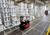 Am deutschen Produktionsstandort in Dillingen fertigt die BSH jährlich rund 2,7 Millionen Geschirrspüler.   Ein großer Teil soll nun in Styropor auf Basis chemisch recyceltem Kunststoff verpackt werden. Bild: BSH