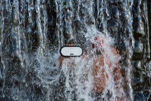 Das Gehäuse ist wasserdicht und erlaubt auch Spaß im Bad. Bild: Zeppy